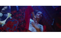 Karlie Kloss estrela videoclipe musical