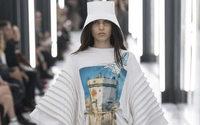 Louis Vuitton: visioni architettoniche protettive per una terra straniera da Nicolas Ghesquière