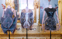 """""""Vulgär? Fashion Redefined"""" – Wien zeigt schrille Modenschau im Barockbau"""
