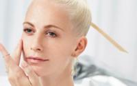 Shiseido revela tutoriais de beleza com Poppy Delevingne