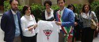 Guess: il Sindaco di Firenze Nardella con le lavoratrici per il 1° maggio