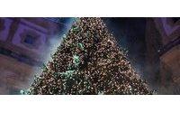 Swarovski illumina con più di 10.000 cristalli l'albero di Natale di Milano