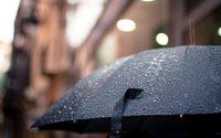 UK footfall dips again on heavy rain and Black Friday delay says Springboard