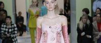 MFW: Prada, variazioni sulla bellezza in rosa